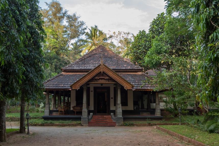 Perumbayil Ayurvedamana heritage building